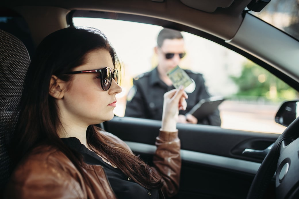 Is it a criminal offence to drive while your license is suspended?
