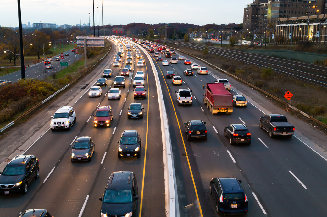 toronto-canada-11th-november-2014-a-view-of-traffic-on-the-gardiner-express-at-rush-hour-